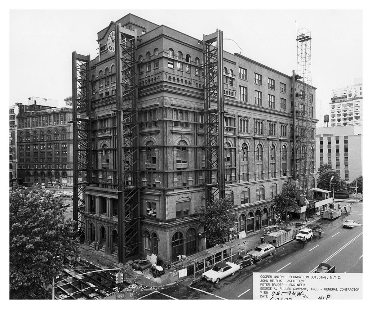 Edificio fundacional de la Cooper Union en obras